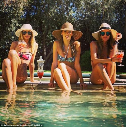 'Ale-poolside-with-friends